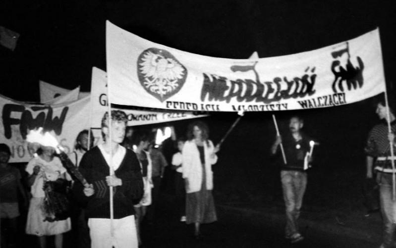 Manifestacja w Nowym Sączu - z transparentem Kwiatek i Duffek z FMW Gdańsk