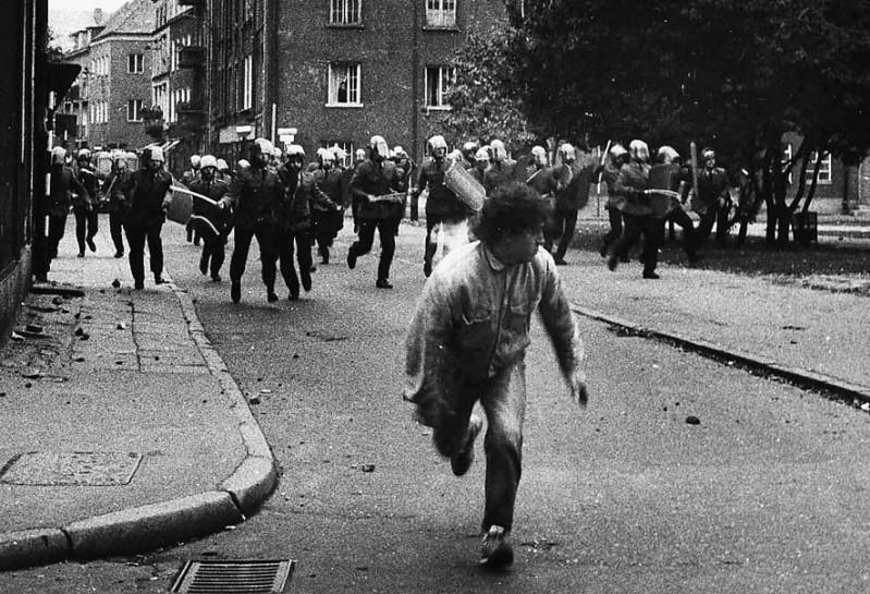 """30 - Ucieka przed ZOMO """"Młody Wierzba"""" 1988 r."""