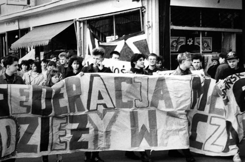 """17 - Manifestacja FMW i NZS we Wrzeszczu 1989 r. - """"Mała"""", """"Piona"""", """"Tymek"""", """"Kali"""", """"Frog"""""""