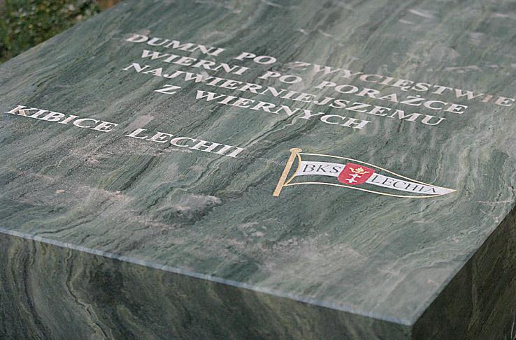 35 - Pomnik