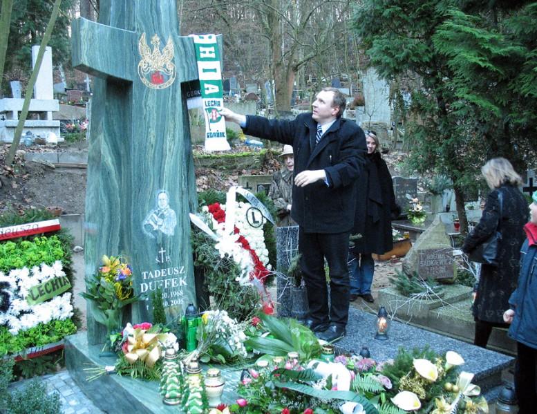 28 - Pomnik