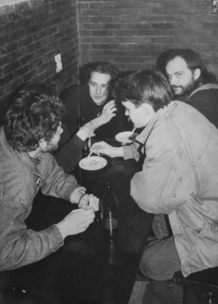 """5 lat FMW - od lewej D. Krawczyk """"Krawiec"""", J. Rybicki """"Ryba"""", po prawej M. Wilczyński """"Mario"""", z tyłu Wojtek Jankowski """"Dżekob"""""""