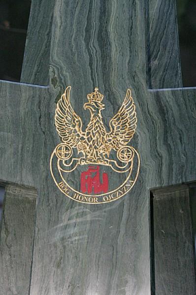 33 - Pomnik