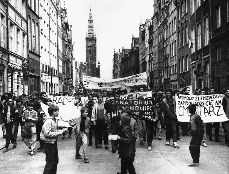 Manifestacja przeciwko elektrowni atomowej