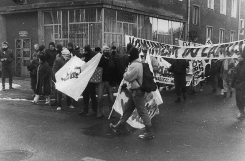 2 -Manifestacja w rocznicę stanu wojennego w 1987r.