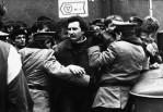31 - Przebicie się przez kordon MO po zadymie Żarnowieckiej